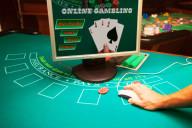 Hand gambling online